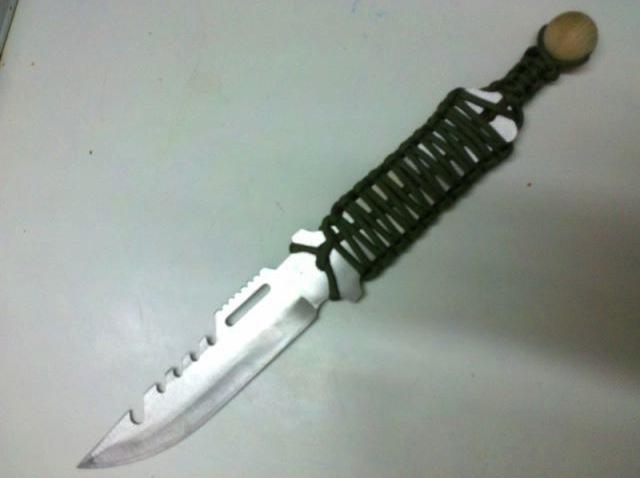 Enmangar un cuchillo con cuerda